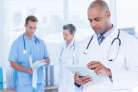 enfermeiros em hospital com tecnologia